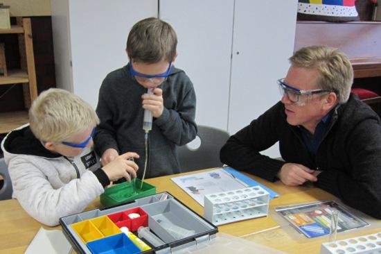 Experimentiertag an der Grundschule Etzbach