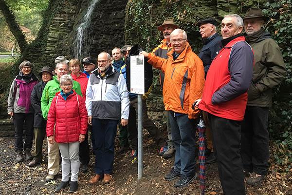 Info-Tafel zeigt Hintergründe zur Kaskade in Unkeler Schweiz