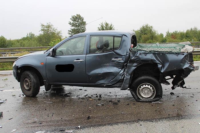 Unfall mit vier Fahrzeugen und Gaffer auf der A 3