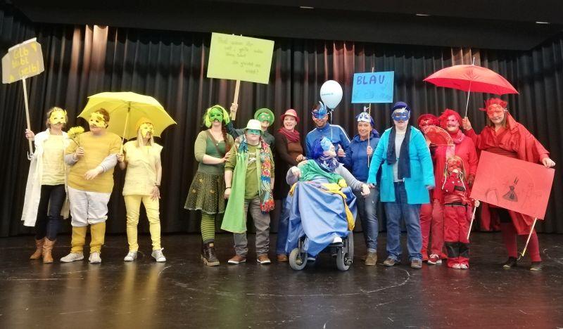 Während des gemeinsamen Theater-Spielens rückten die Unterschiede in den Hintergrund, das gemeinsame Projekt in den Vordergrund. Foto: Gemeinnützige Gesellschaft für Behindertenarbeit, Hachenburg