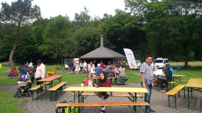 Austausch beim Fest der Kulturen in Neustadt