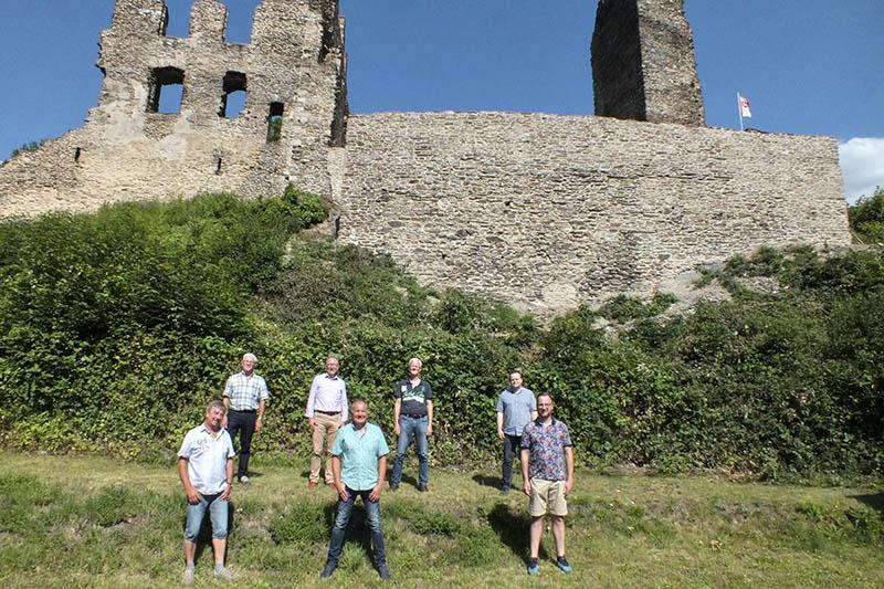 Frontmauer der Isenburg vom Freundeskreis saniert