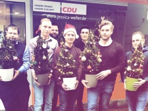 Weihnachtsbaum frei Haus der Jungen Union