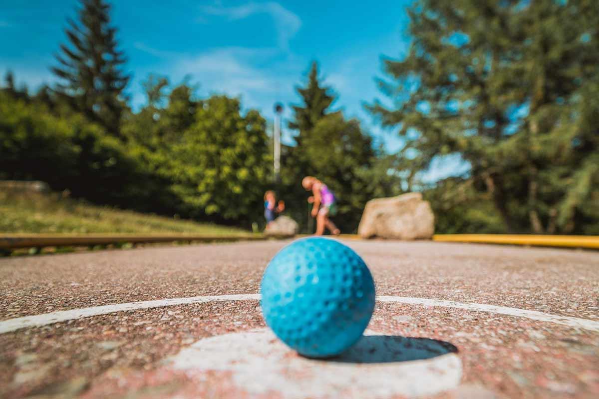 Minigolfplätze im Westerwald: Unsere Tipps für Spielfreude pur