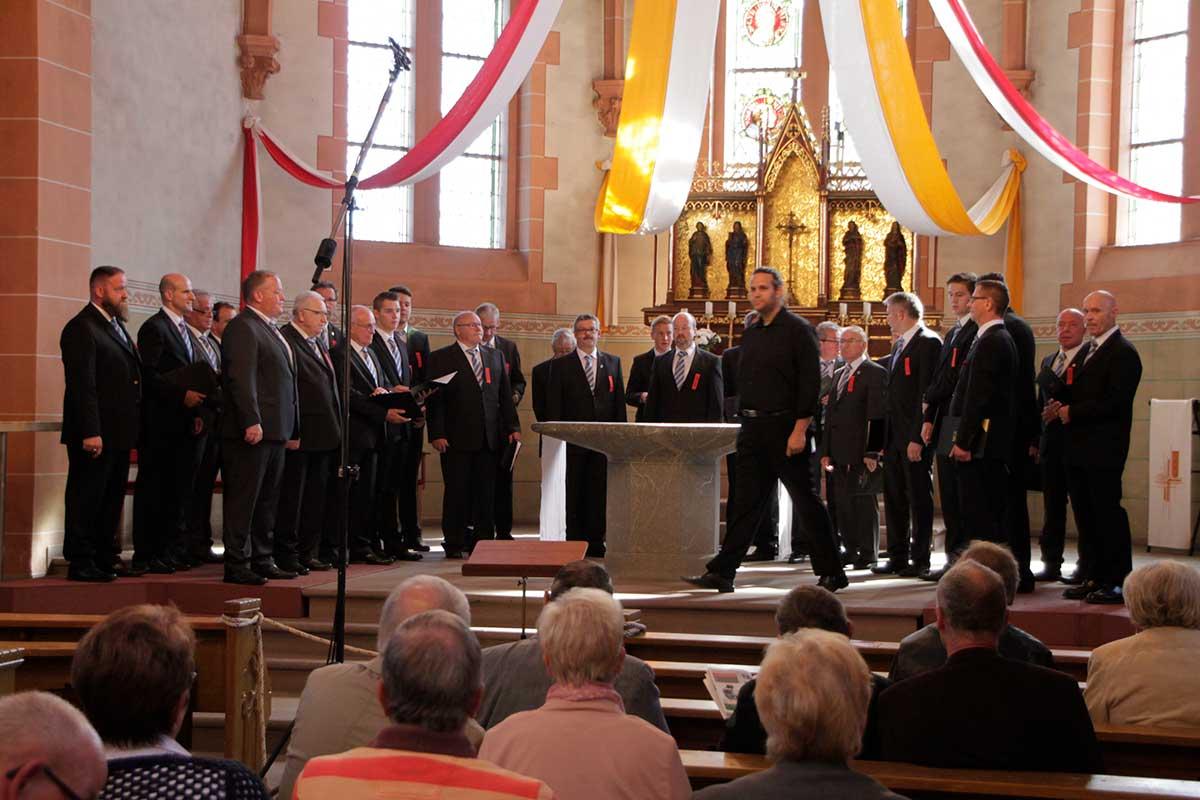 Die Sänger des Männerchors CÄCILIA Horbach laden wieder zum Chorwettbewerb