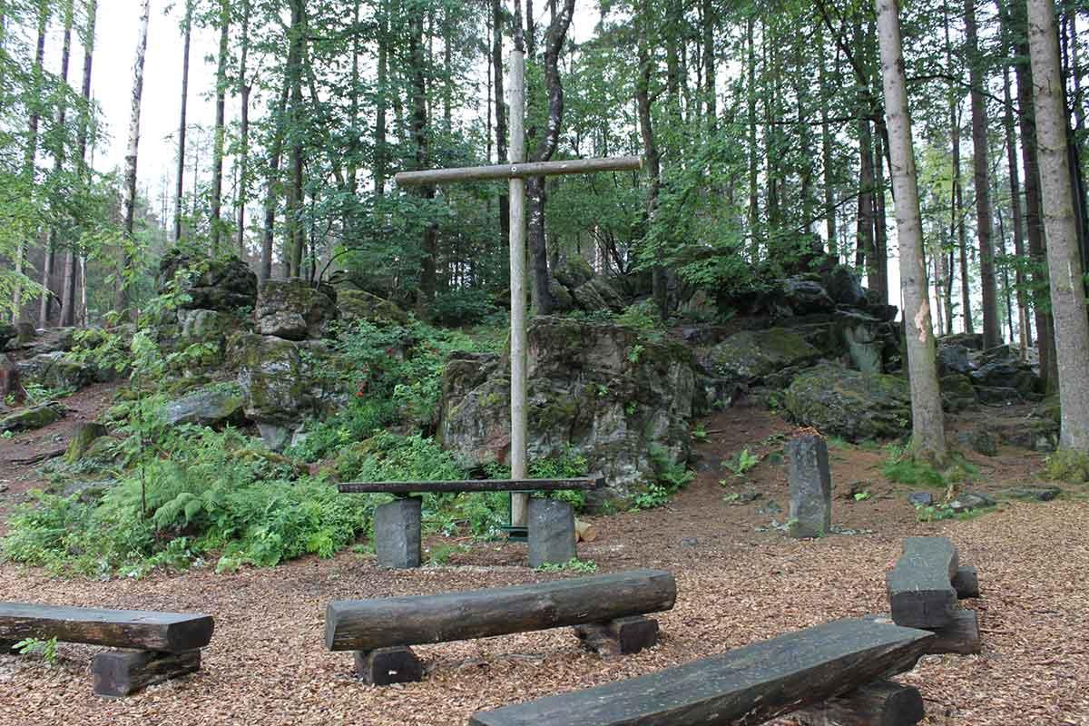 Waldandacht am Kleinen Wolfstein: Klimawandel führt Förster und Kirche zusammen