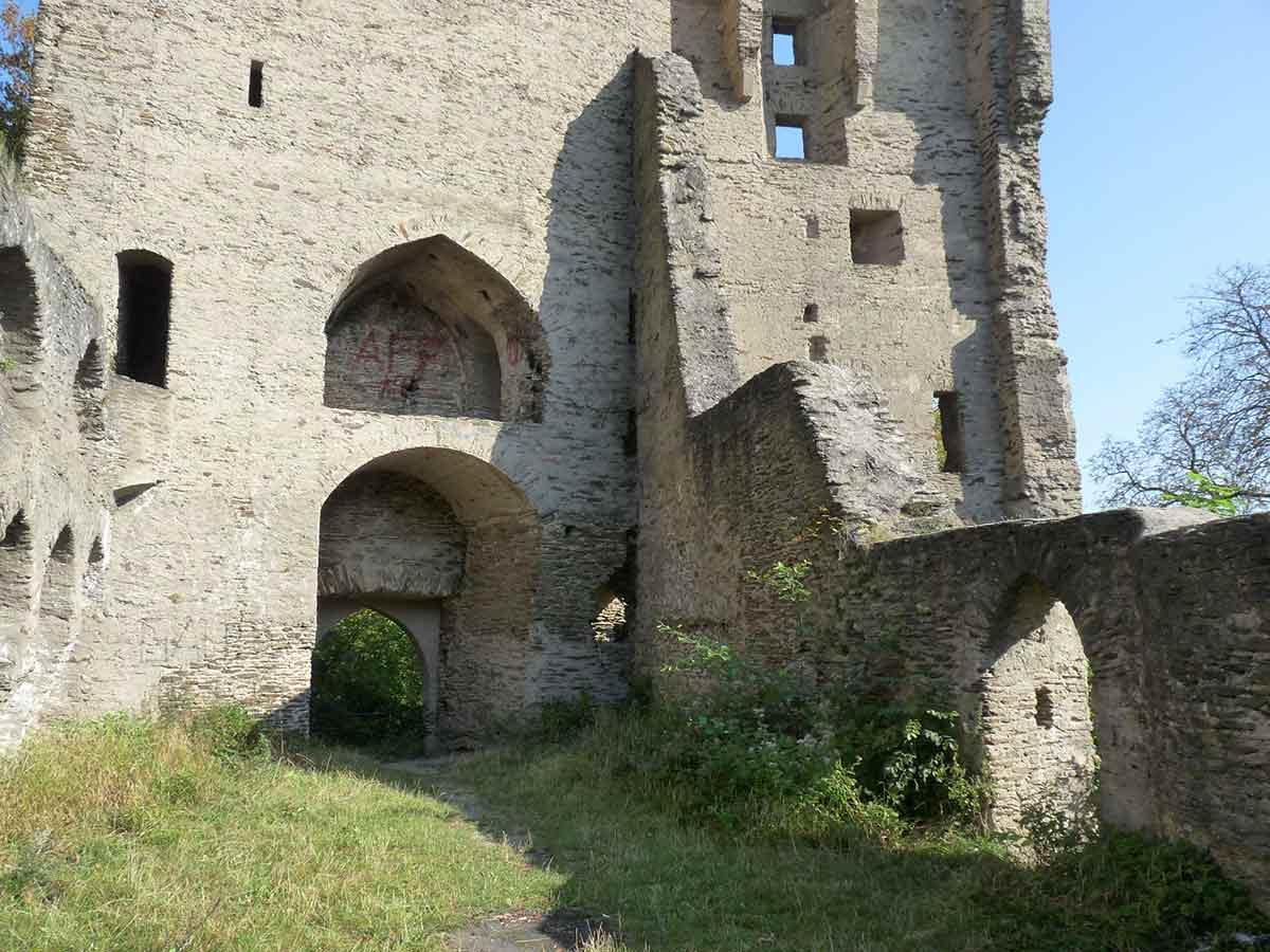 Die Sporkenburg: Eine spätmittelalterliche Burgruine im Westerwald