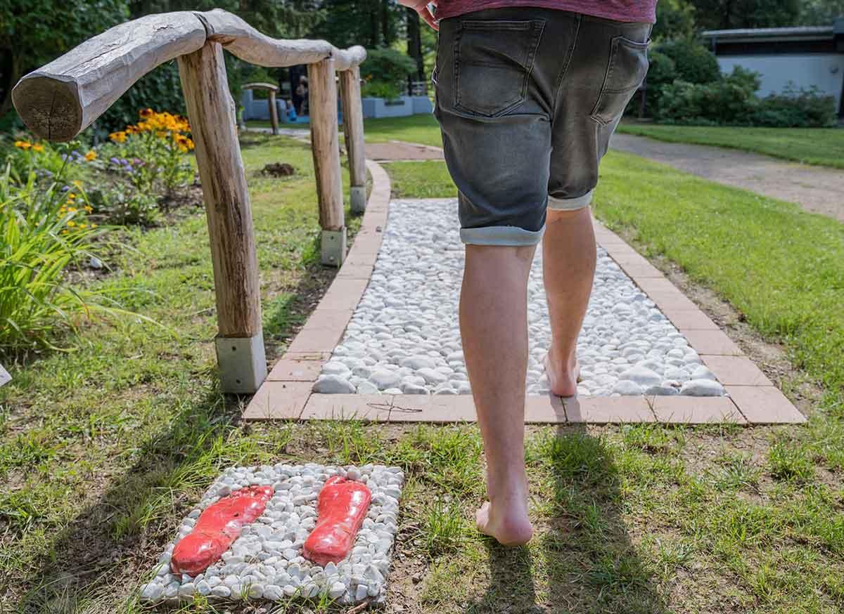 Westerwald-Tipp: Der Barfußpfad im Kurpark Ehlscheid