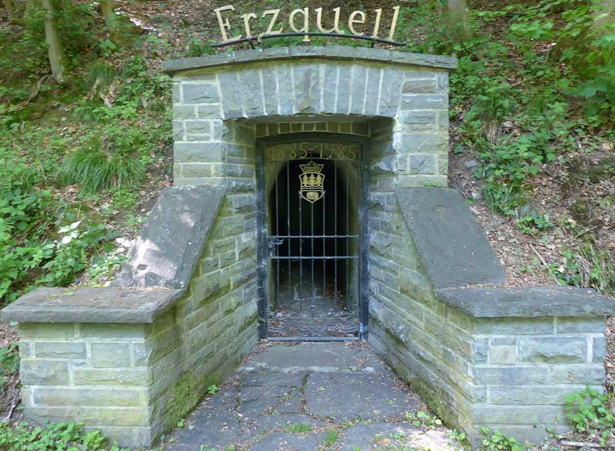 Der Erzquellweg in Mudersbach: Erlebnisweg mit Bergbau, Bier und Baumriesen
