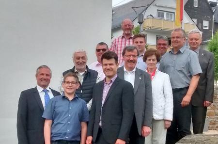 Stadtbürgermeister Stefan Leukel (MItte) konnte den Kreisvorstand der KPV im Hachenburger Vogtshof und Lesegarten begrüßen. (Foto: KPV)