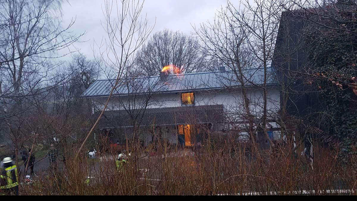 Wieder brannte ein Kamin – Feuerwehren aus Wissen und Schönstein im Einsatz