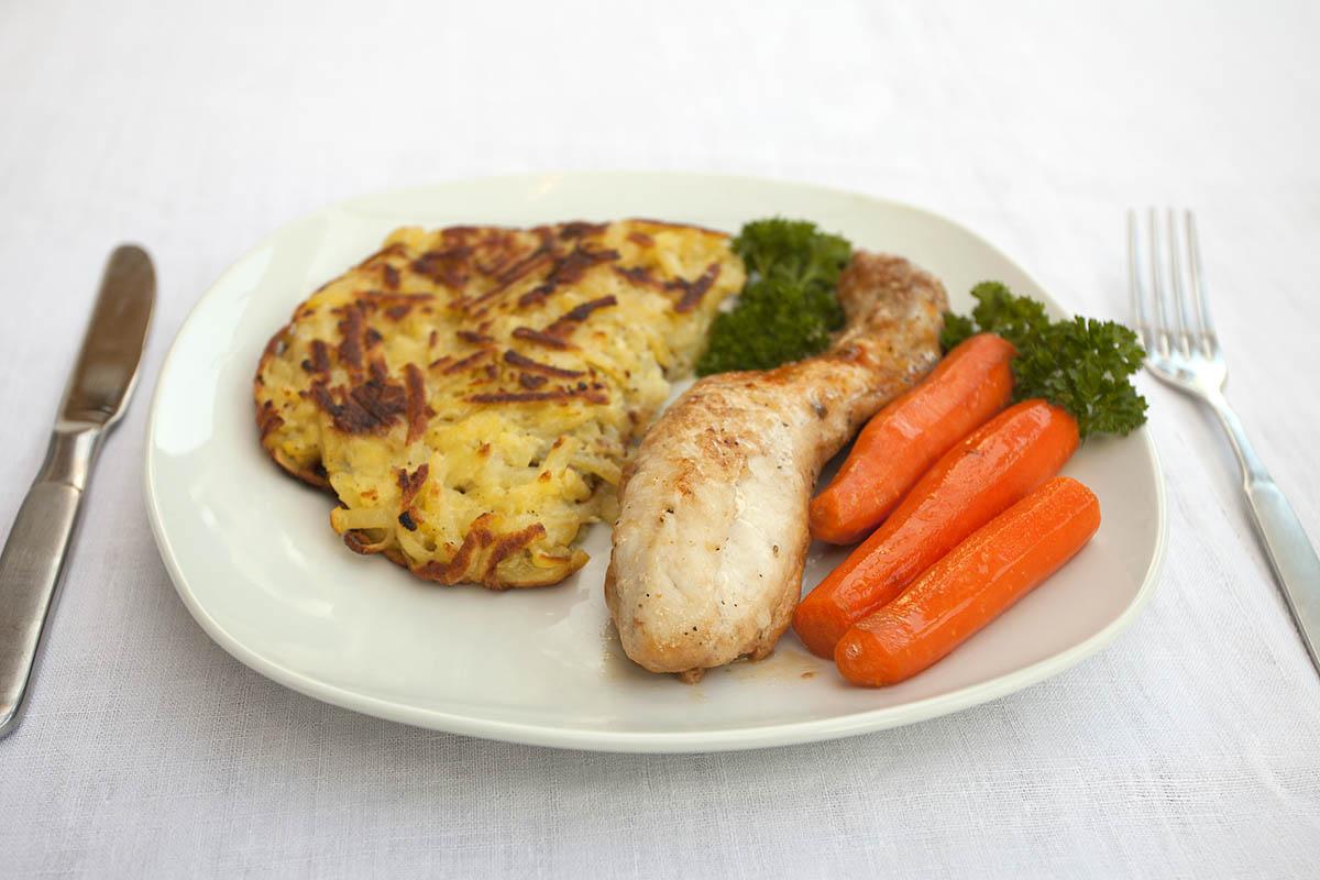 Westerwälder Rezepte: Kaninchenrücken mit glasierten Möhren und Kartoffelplätzchen