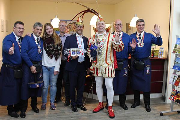 Prinz Christoph I. von Hünnije besucht Tourist-Info Bad Hönningen