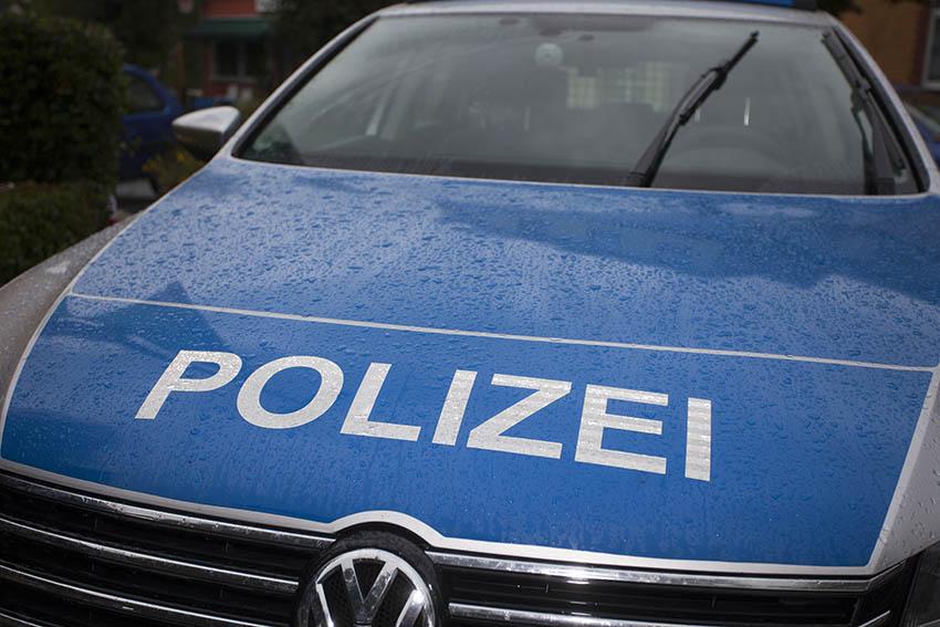 Polizei Straßenhaus sucht zwei Verkehrsteilnehmer nach Unfallflucht