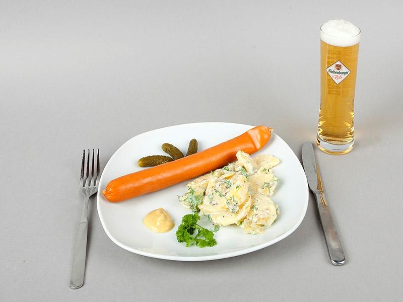 Westerwälder Rezepte: Heiligabend-Klassiker Kartoffelsalat mit Würstchen