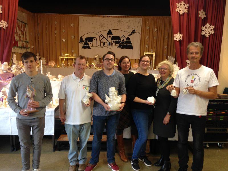 Keramikmarkt und Tulpen für Brot in der Maximilian-Kolbe-Schule