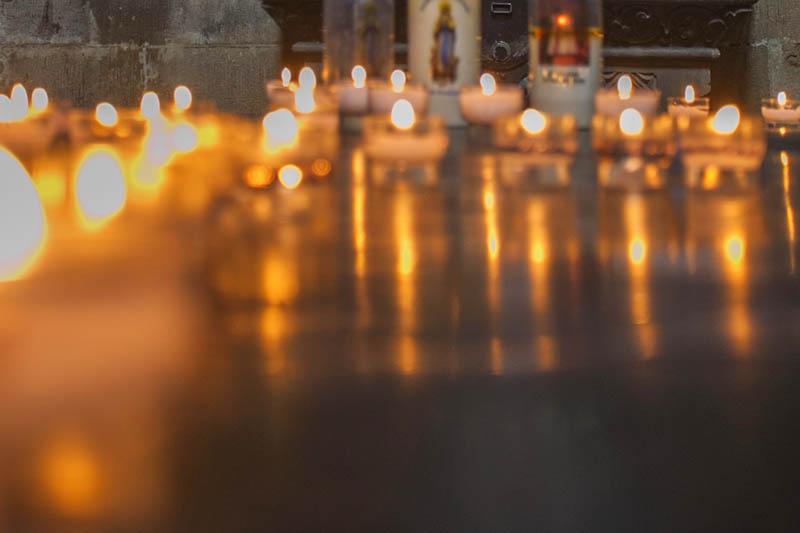Waldbreitbacher Kirchenchor erleuchtet den 1. Advent