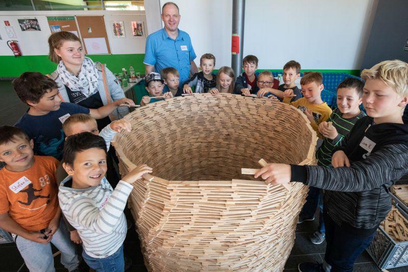 Mit 8000 Holzklötzen und Druckverband biblische Geschichten kennengelernt