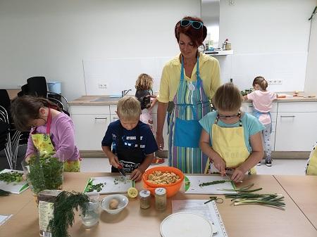 Kinder lernten im Kurs nachhaltig zu kochen