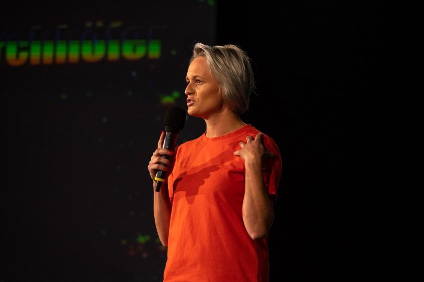 Corinna Kirchhöfer beim internationalen Speaker Slam in Mastershausen (Foto: Hermann Scherer)