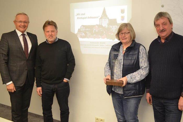 Von links: Landrat Achim Hallerbach, Projektleiter Peter Schwarz, Ortsbürgermeisterin Heidelore Momm und der 1. Ortsbeigeordnete Heinz-Otto Zantop. Foto: Kreisverwaltung