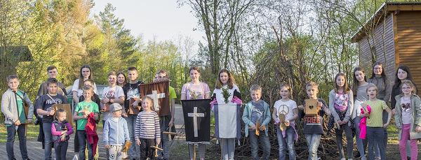 Fensdorfer Kinder l�uteten traditionsreich Ostern ein