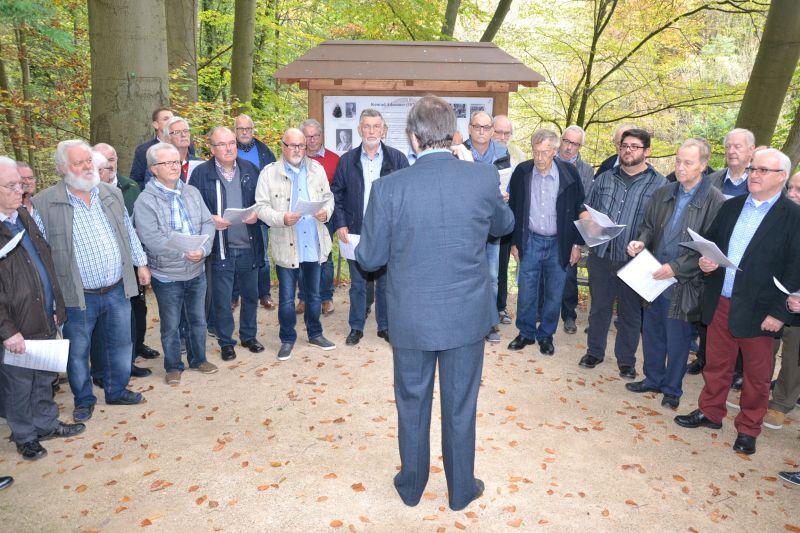 Musikalische Darbietung zu Ehren von Konrad Adenauer in Rhöndorf