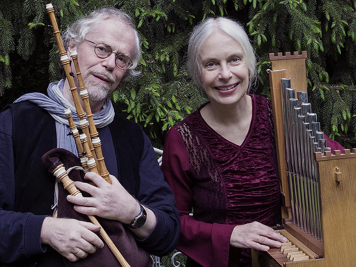 Claus und Ulrike von Weiß gestalten das Konzert. (Foto: Duo Pipes & Reeds)