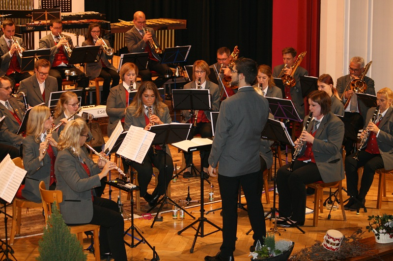 Musikverein Dermbach verzauberte beim Herbstkonzert das H�ttenhaus
