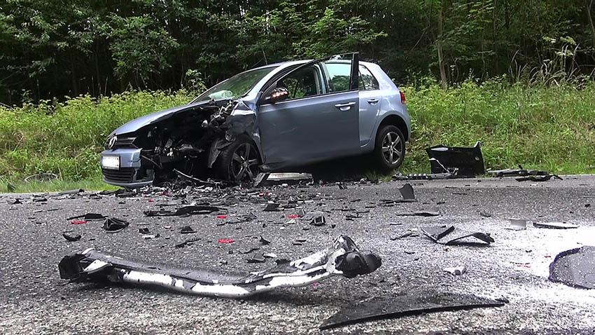 Zusammenstoß im Gegenverkehr – mehrere Verletzte
