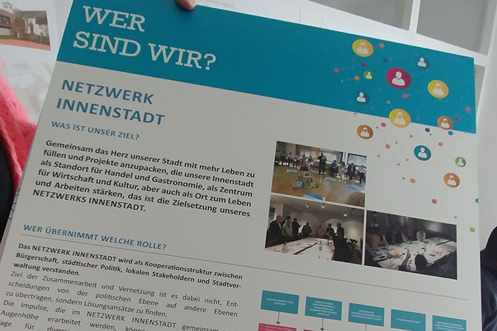 Die Neuwieder Netzwerker überreichten ihre Wettbewerbsunterlagen. Foto: privat