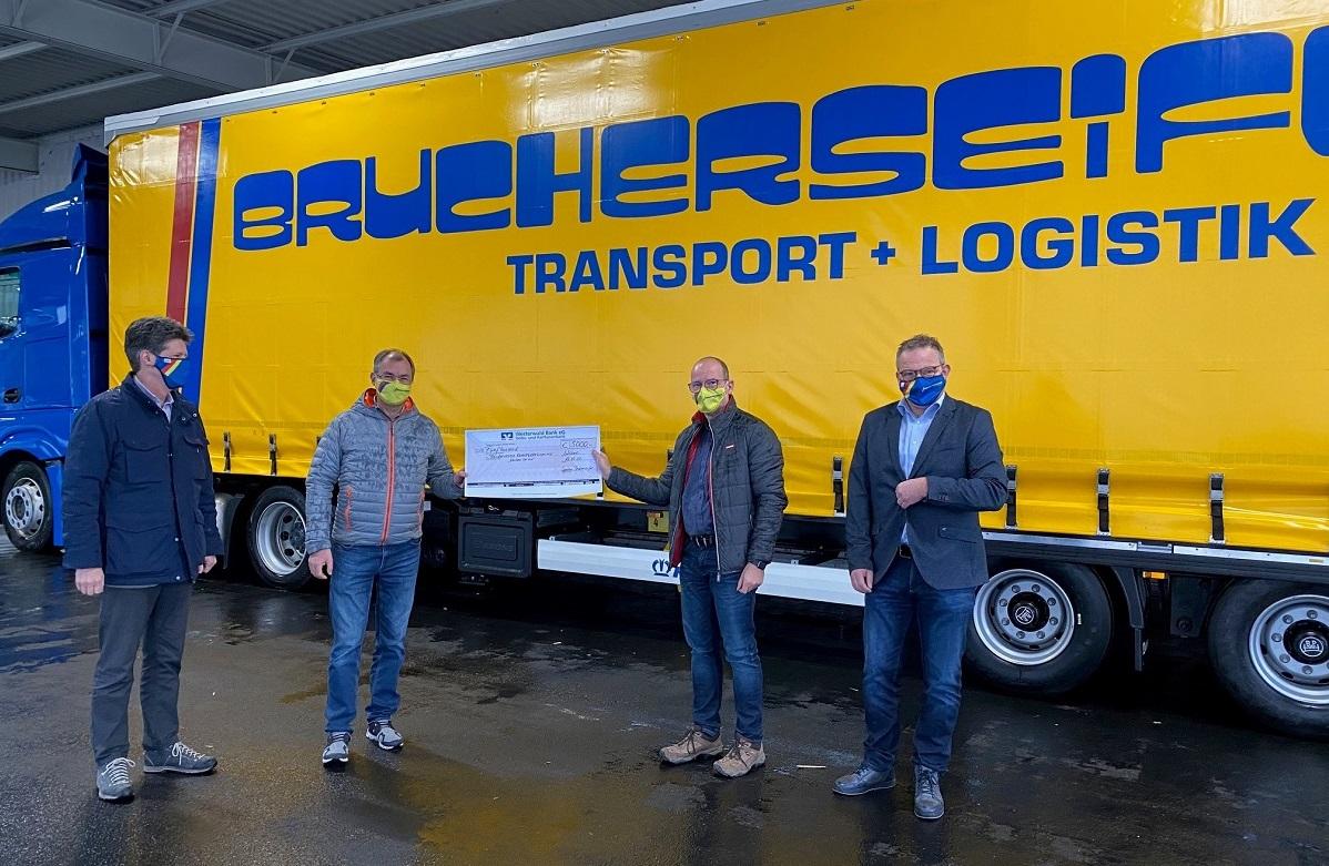 Von links: Nicolaus Graf Hatzfeldt (stellvertr. Vorsitzender Förderverein), Bernd Janssen (Geschäftsführer Fa. Brucherseifer), Dr. Andreas Brucherseifer-Escher und Berno Neuhoff (Förderverein kulturWERKwissen e.V.)