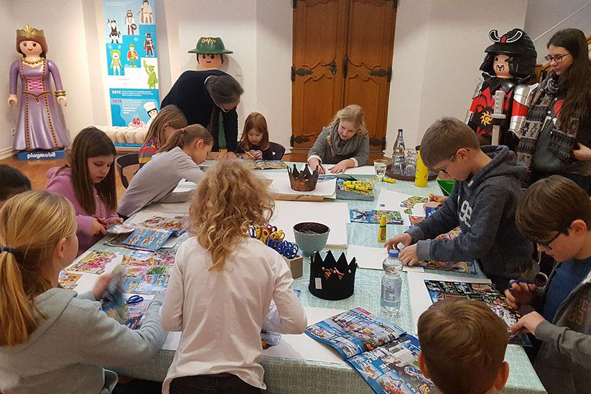 Kreativ: Kunst-Kids tauchen in Playmobil-Welten ein