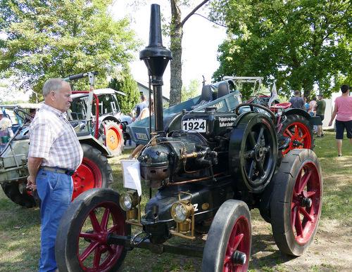 Bei den vielen Traktor-Modellen in Fensdorf war eines schöner als das andere. (Foto: by)