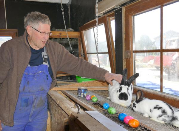Farbenfohe Arbeit: Ein Besuch beim Osterhasen in Steinebach