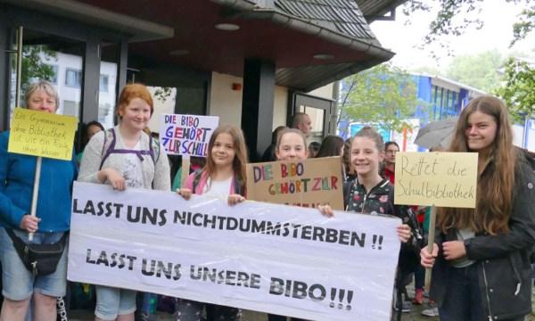 �Wir sind hier, wir sind laut�: Demo f�r die Gymnasiums-Bibliothek in Betzdorf