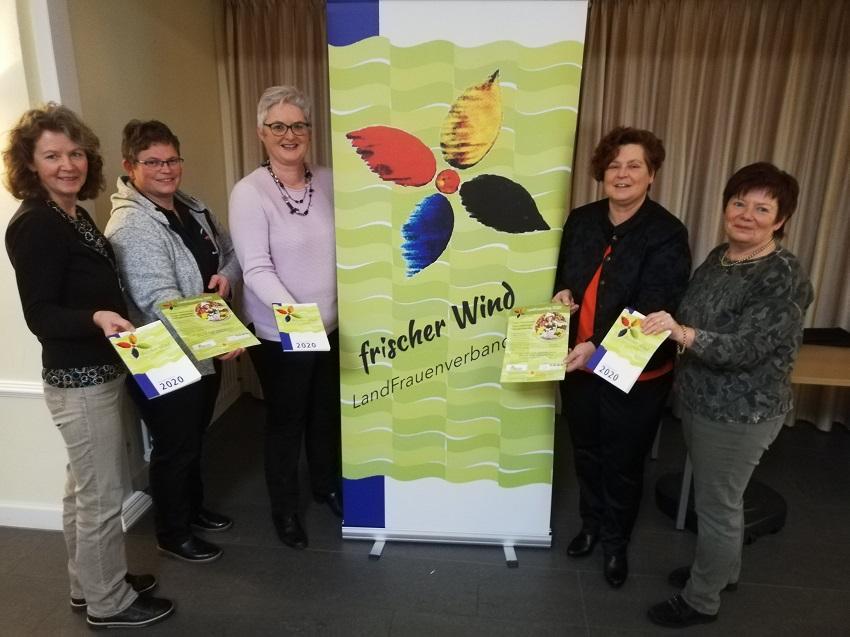 v.l. nach r. Nicola Hoffmann, Uta Räder, Heike Kuchhäuser, Gerlinde Eschemann, Renate Nadrowitz (Foto: Heike Kuchhäuser)