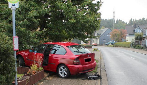 Unfall in Langenhahn: Mit Alkohol und Drogen in die Mauer