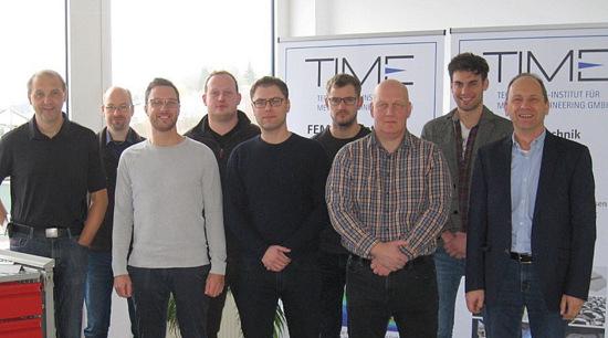 Die Teilnehmer am Ende der Lean-Praktiker-Ausbildung mit Time-Geschäftsführer Dr. Ralf Polzin (rechts). (Foto: Time, Wissen)