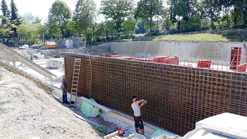Lehrschwimmbecken in Aegidienberg: Kellerboden fertig, Kellerwände in Arbeit