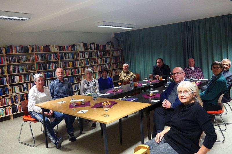 Bürgermeister Kessler dankte den Ehrenamtlichen für die Initiative, einen Lesetreff in Stromberg einzurichten. Foto: privat