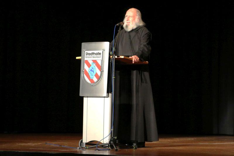 Pater Dr. Anselm Grün inspirierte Zuhörer