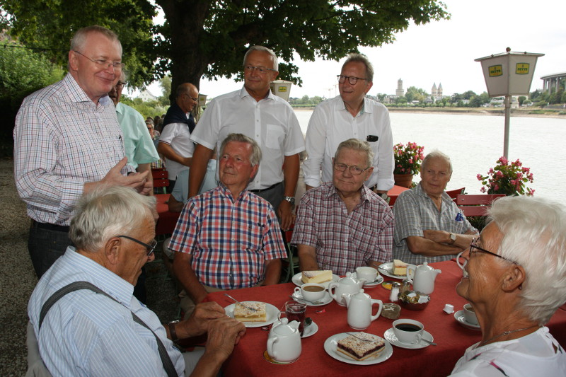 Vorsitzender Reiner Kilgen, Landrat Achim Hallerbach und MdB Erwin Rüddel hatten viel Freude beim Sommerfest der Senioren Union Neuwied (von links). Foto: Privat