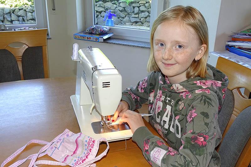 Zehnjährige Lilith Held aus Hellenhahn-Schellenberg hilft Masken nähen