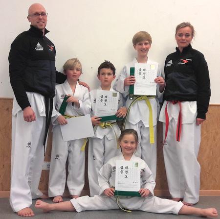 Erfolgreiche G�rtelpr�fungen bei Sporting Taekwondo
