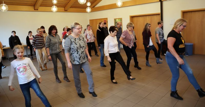 Schwungvoller Line Dance in Kirburg
