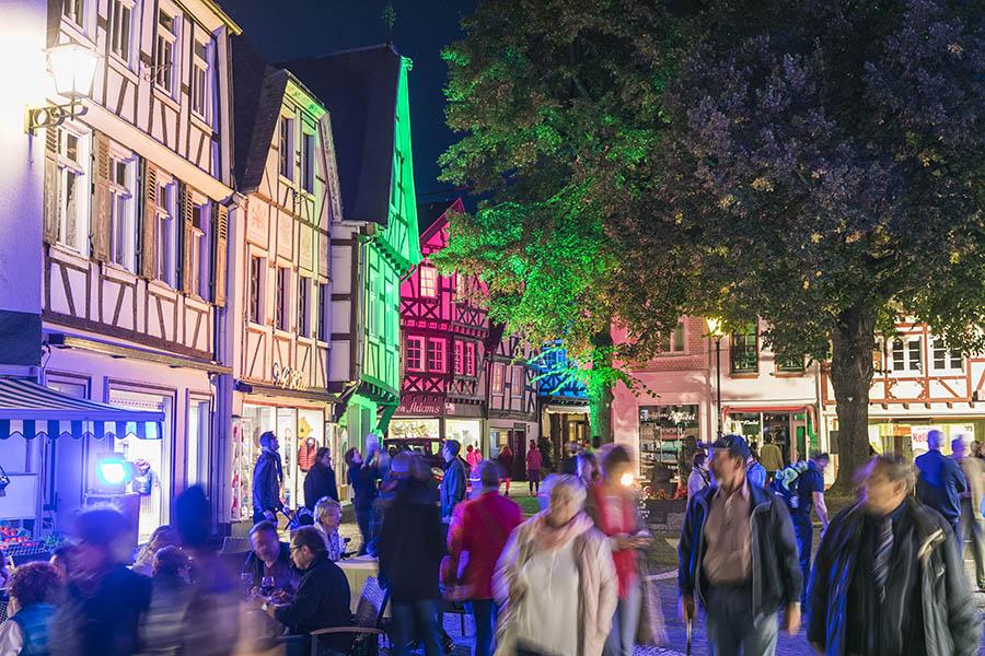 """Linz die """"Bunte Stadt am Rhein"""" leuchtet wieder"""