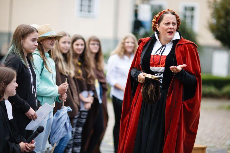Charmante Luther-Gattin nimmt Wäller mit auf eine bezaubernde Reise