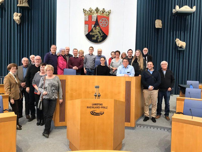Gruppenfoto im Landtag. Fotos: privat