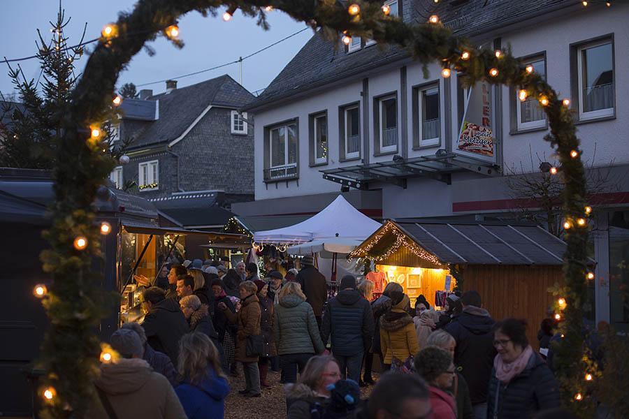 Andrang beim historischen Weihnachtsmarkt in Bad Marienberg